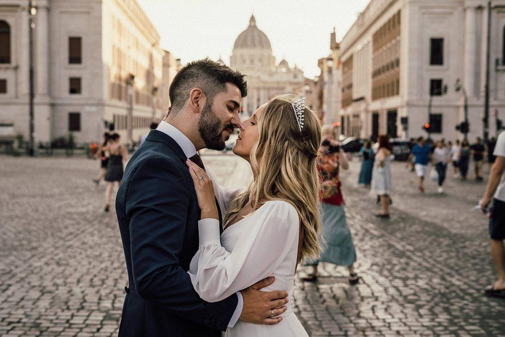 Postboda en Roma 16