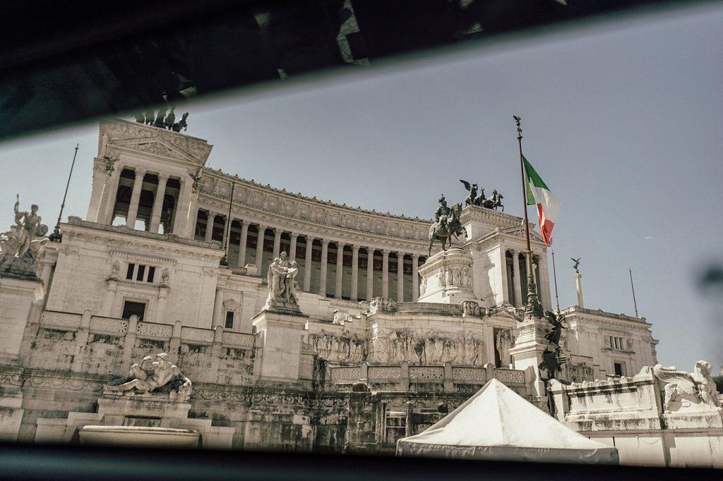 Postboda en Roma 66